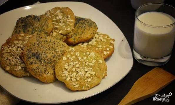 Готовое печенье из ржаной муки с творогом подавать можете к чаю, кофе или с молоком. Приятного аппетита!