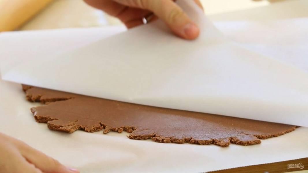 9. После этого готовое тесто разложите по формочкам, предварительно его раскатав.