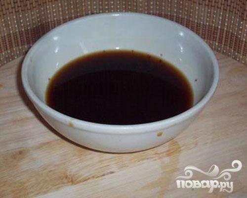 2.Грибы должны стать мягкими. Воду, в которой замачивались грибы, оставить для бульона. Далее, основным секретом данного супа является – обжаривание грибов (десять минут на растительном масле).  Затем грибы зальем водой и поставим вариться. Солим по вкусу.