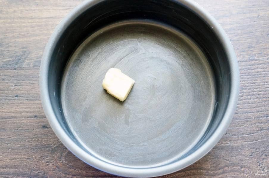 Форму для запекания смажьте сливочным маслом.