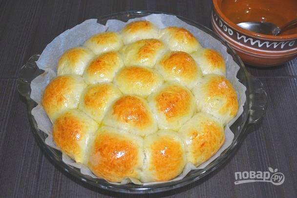 13. Сразу же полейте их сладким сиропом, пока они горячие.