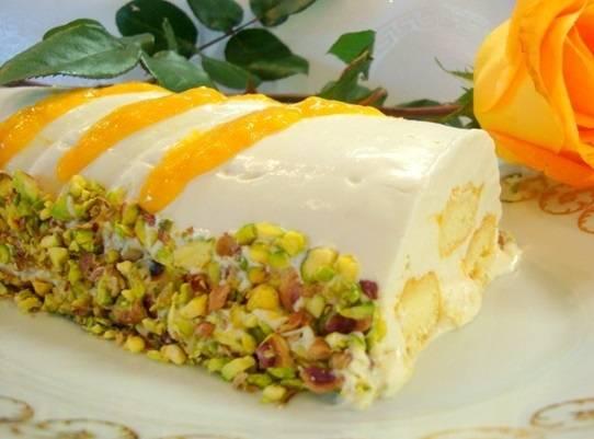 За час до подачи выбираем десерт и украшаем измельченными фисташками и оставшимся манговым пюре. Приятного аппетита!