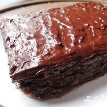 Отправляем торт в холодильник хотя бы на 1 час, после чего шоколадный торт будет готов к употреблению. Приятного аппетита! :)