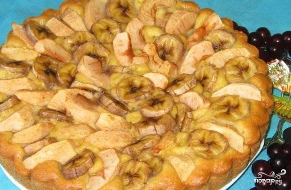 Запекайте пирог в духовом шкафу в течение получаса. Затем дождитесь, пока он остынет и подавайте к столу. Приятного чаепития!