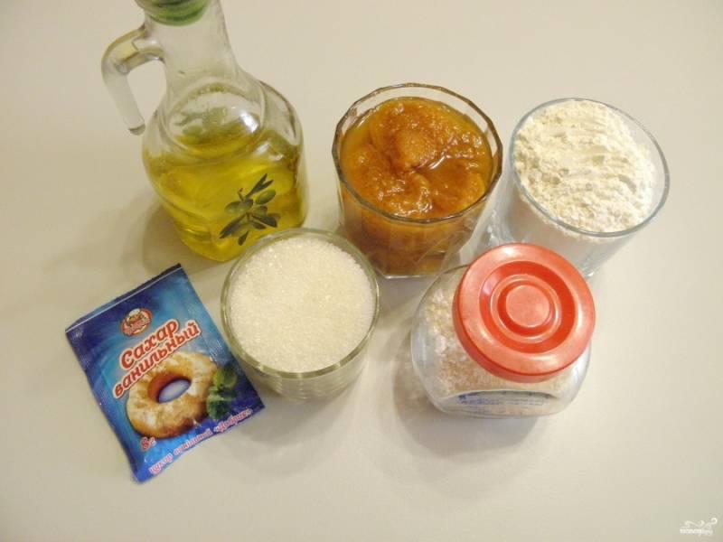 Отмерьте продукты для коврижки. Я взяла абрикосовое варенье, в меру сладкое, поэтому добавила 100 г сахара. Все мои стаканы 200 граммовые.