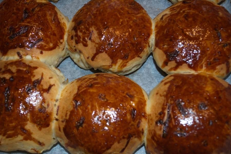 Вот наши булочки готовы. Снять их с листа. Они отходят хорошо ( я использую бумагу для выпечки).
