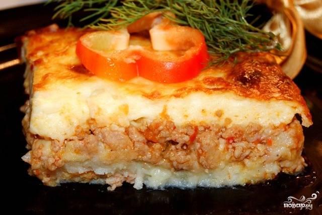 Наша обалденная картофельная запеканка готова! Подаем в горячем виде. Однако, как время показало, в холодном виде блюдо тоже безумно вкусное. Приятного аппетита!