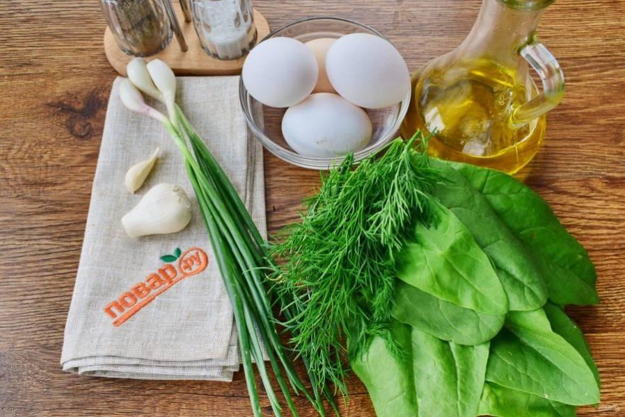 Подготовьте необходимые продукты. Шпинат и зеленый лук промойте под проточной водой, чеснок очистите.