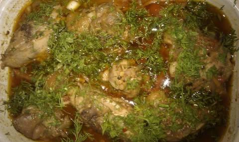 Вынимаем блюдо, украшаем зеленью и подаем к столу. Приятного аппетита!
