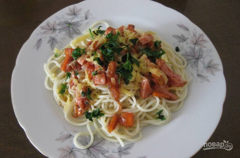 5. А теперь смешаем наш томатный соус и макароны или поливаем спагетти соусом сверху. Готово!