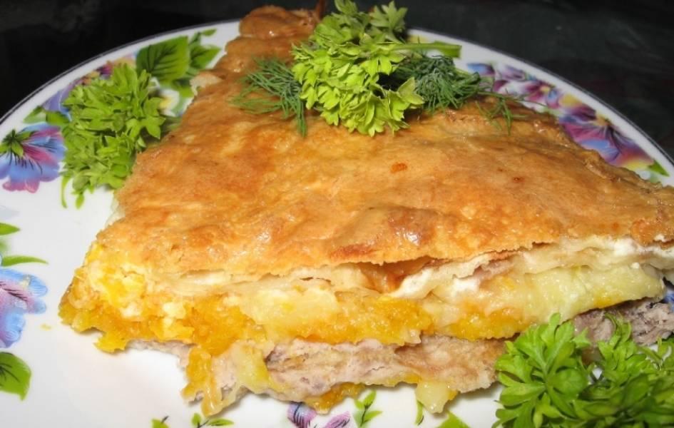 5. Пирог можно подавать как горячим, так и холодным. Приятного аппетита!