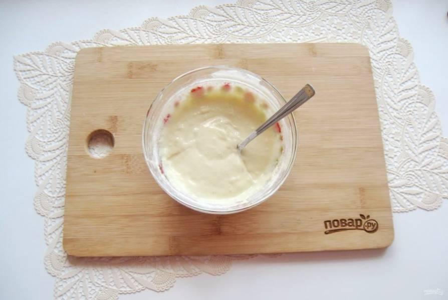 Перемешайте все ингредиенты, чтобы не было комочков. Консистенция теста должна быть как на густые оладьи.