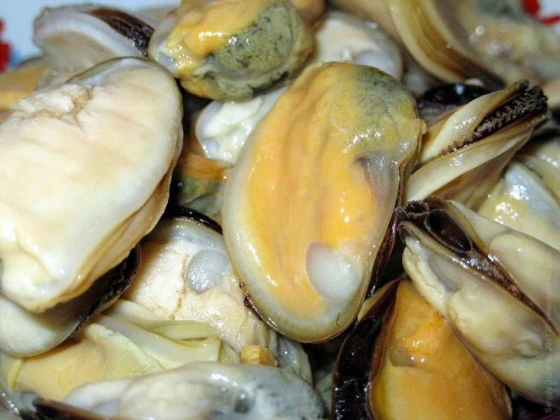 1. Перед отправкой морепродуктов во фритюр, их нужно предварительно обварить (не более 5 минут).