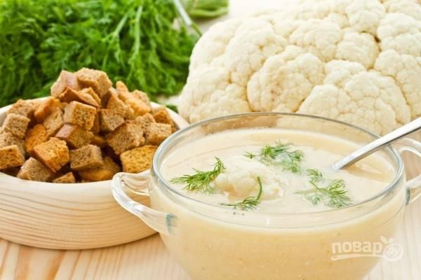 Суп из цветной капусты с ржаными гренками