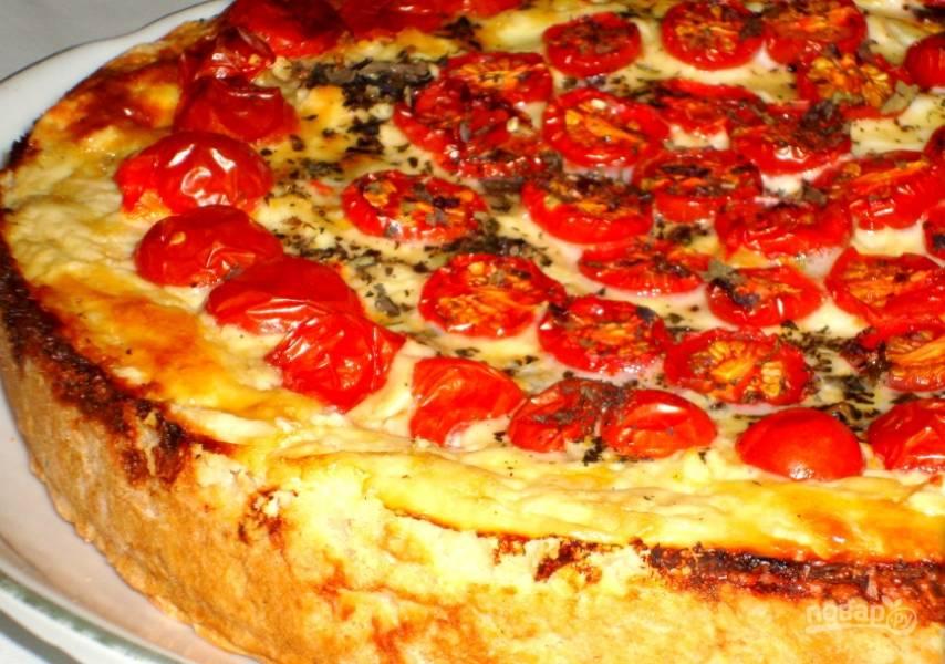 6. Выпекайте пирог примерно час при 180 градусах, пока не зарумянится верхушка. Приятного аппетита!
