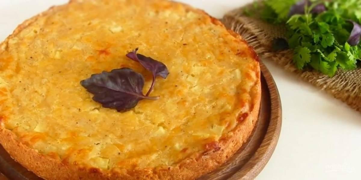 5. Отправьте пирог в разогретую до 180 градусов духовку на 50 минут. Проверяйте готовность картофеля. Приятного аппетита!