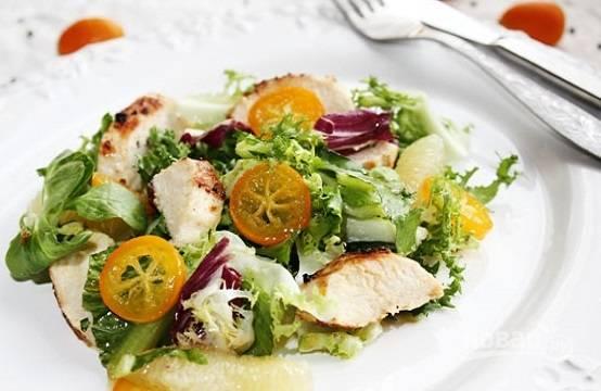 Салат с курицей и кумкватом