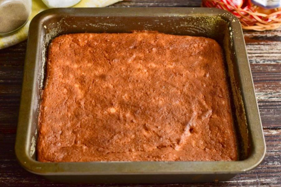 Отправьте пудинг в разогретую до 190 градусов духовку на 30 минут.