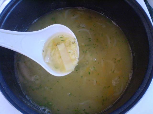 9. В готовый суп кладем зелень и выключаем. Подаем суп с сухариками. Приятного!