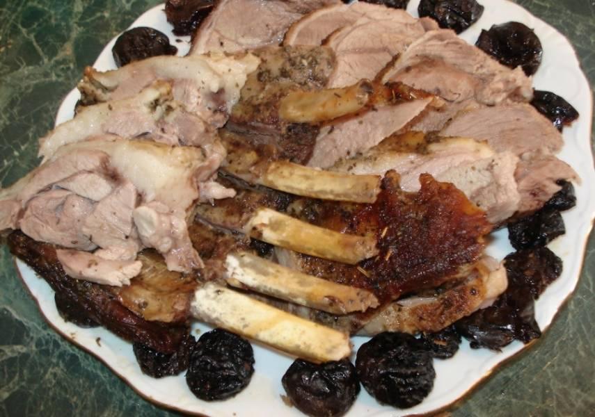 5. Разделываем перед подачей на стол. Готово! Можете радовать гостей деликатесом!