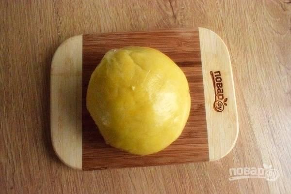 Оставьте тесто в холодильнике на 10  минут.