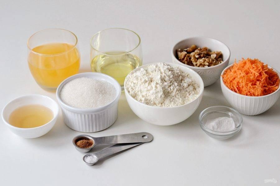 Подготовьте все ингредиенты для выпечки бисквита.