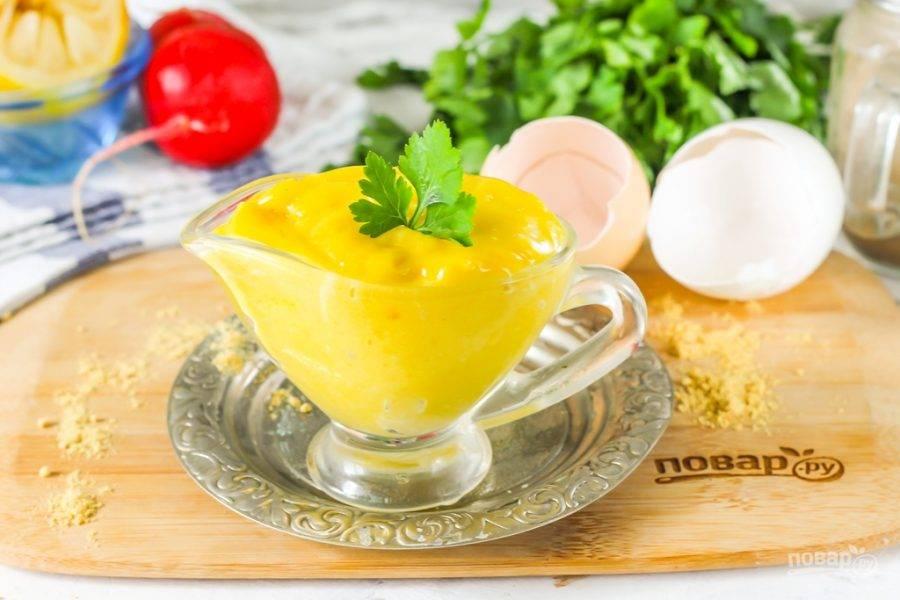 Готовый майонез с горчичным порошком выложите в соусник, пиалу, контейнер с крышкой и храните в холодильнике не более 3-4 дней — соус быстро портится, так как сделан из натуральных и свежих ингредиентов.