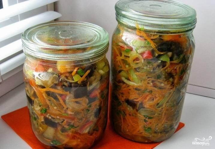 Поместите готовую закуску в холодильник на двое суток. Затем разложите по чистым стеклянным банкам и закройте крышками. Приятного аппетита!