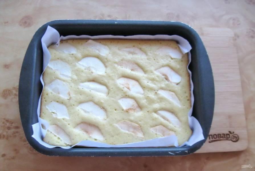 Пеките пирог при температуре 175-180 градусов  35-40 минут до сухой спички. Время зависит от вашей духовки, которую нужно предварительно разогреть.