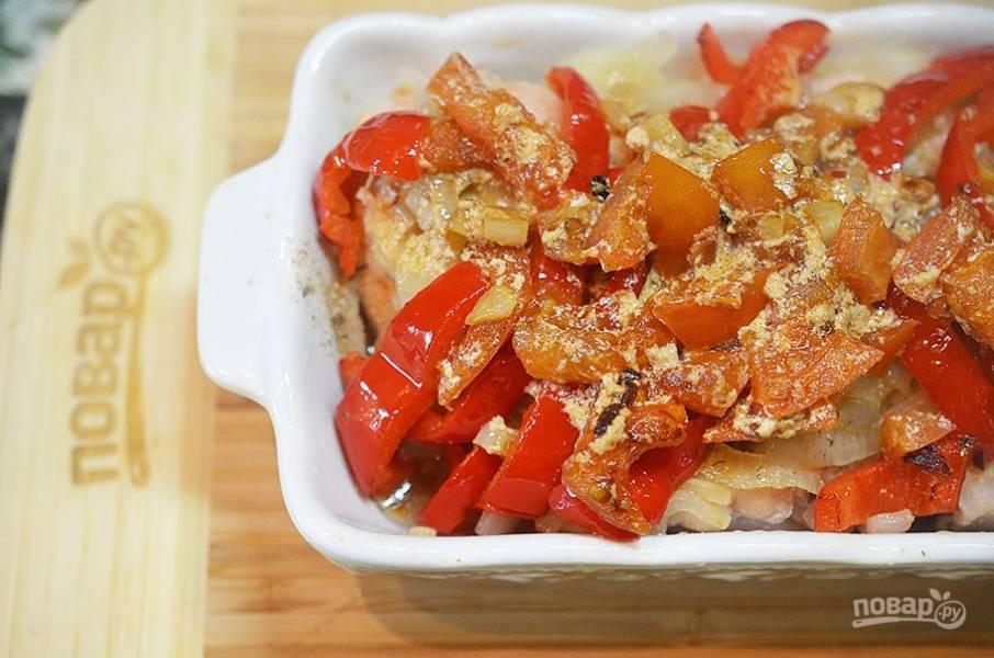 12. Залейте курицу полученным соусом.
