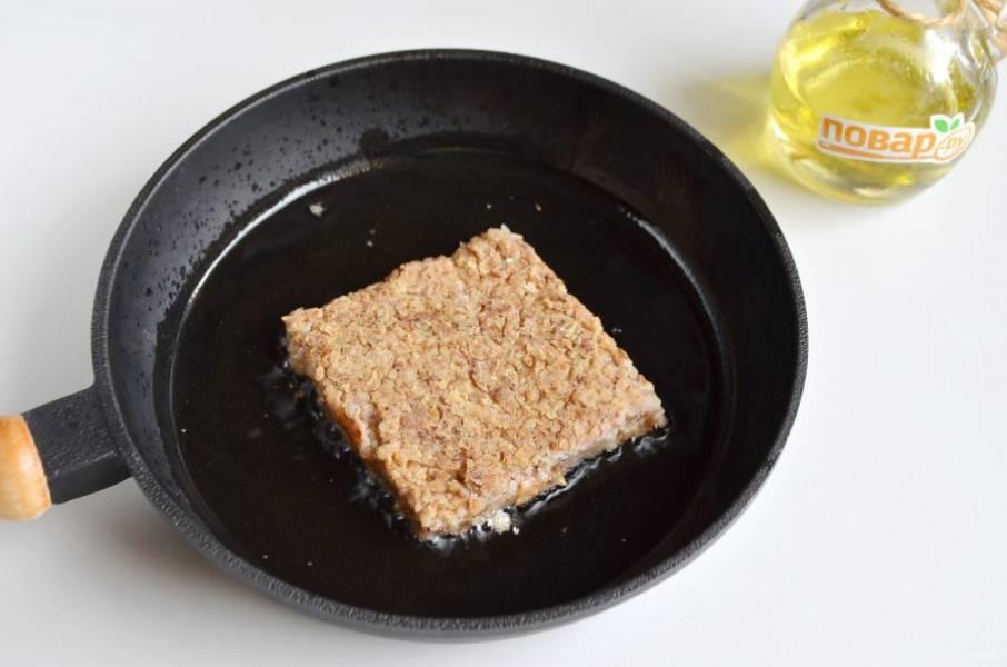 6. Перед подачей порежьте гречники на квадраты (у меня получилось 6 штук) и обжарьте на растительном масле до золотистого цвета.
