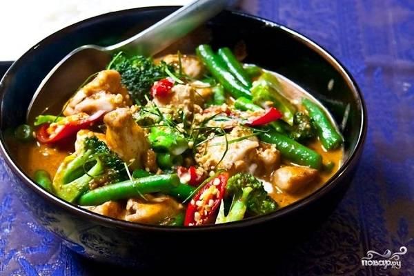 6. И все, теперь вы знаете, как сделать Пананг Гай в домашних условиях. Перед подачей можно сверху добавить горсть орешков.  Приятного аппетита!