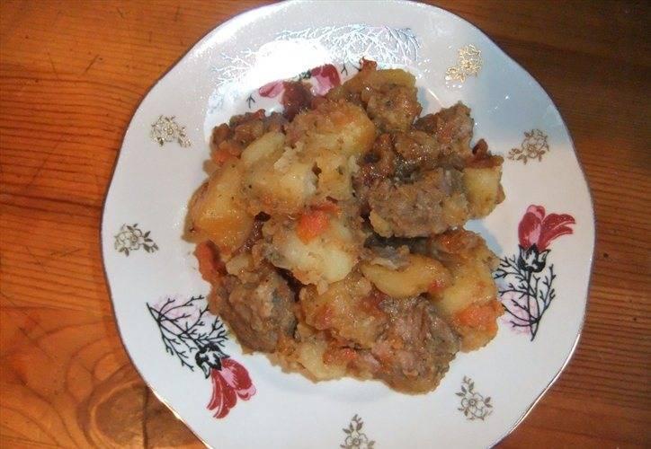 4. Следите, чтобы и мясо, и картошка уже были готовы, - лучше это блюдо передержать! Приятного аппетита!