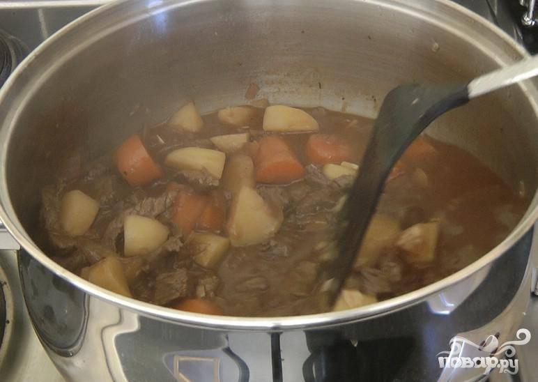 6.Готовить еще ¼ часа на слабом огне. Подавать в глубоких тарелках, перед подачей на стол посыпать петрушкой. Можно замораживать.