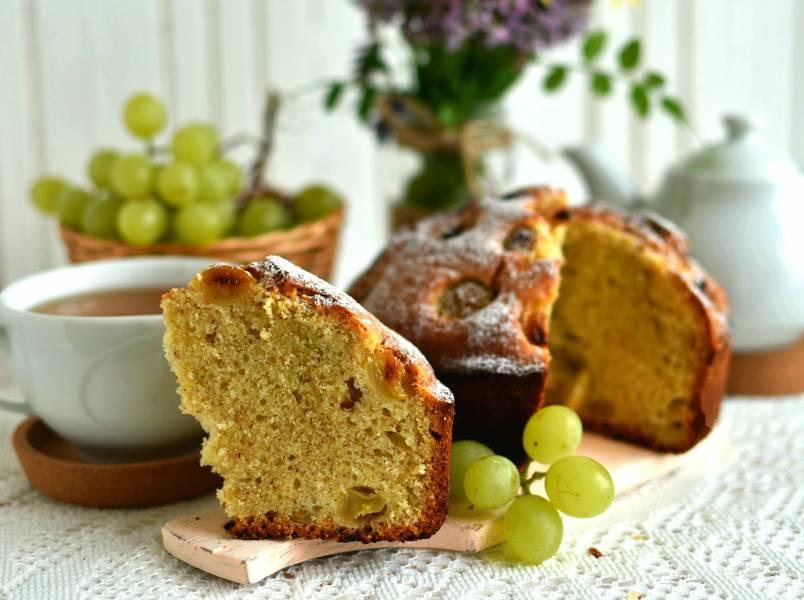 Миндальный кекс с виноградом