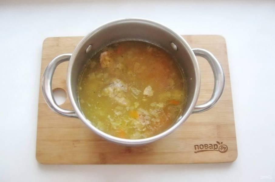 Варите суп еще 5-7 минут и выключайте.