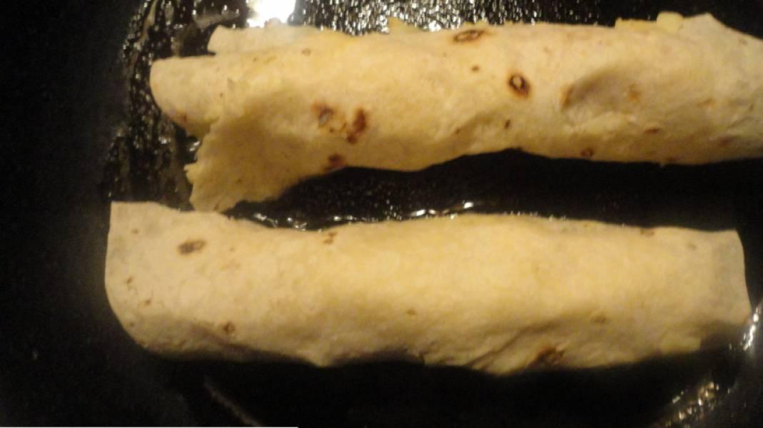 3. Обжариваем на масле или на сухой сковороде со всех сторон.