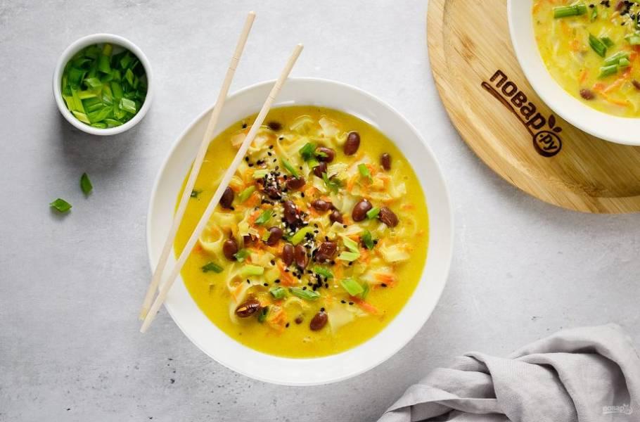 Перед подачей посыпьте зеленым луком и кунжутом. Приятного аппетита!