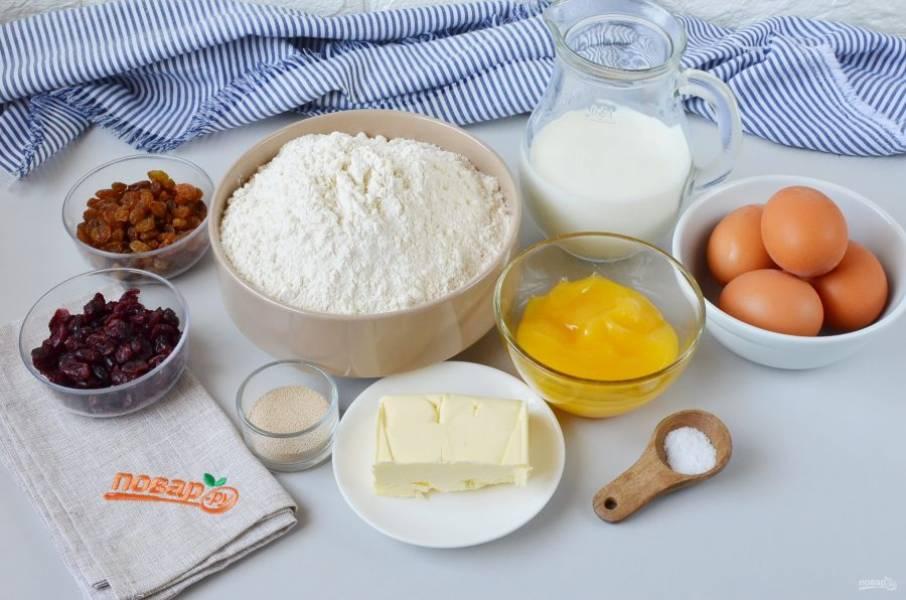 Подготовьте ингредиенты. Я все отмеряю весами, муки может понадобиться немного больше, это зависит от размера яиц и влажности муки.