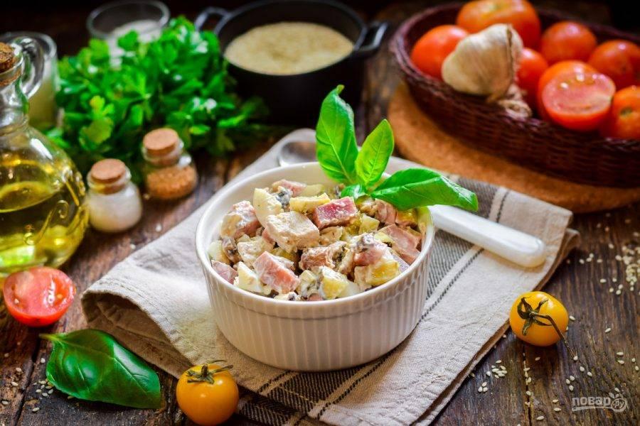 8 сытных салатов с ветчиной, которые улетят со стола первыми