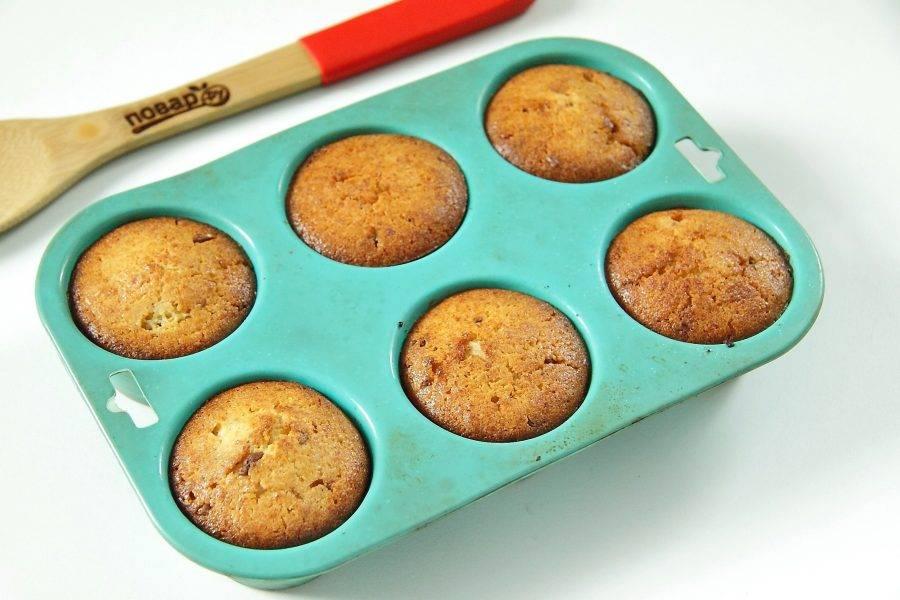 Выпекайте при 180 градусах около 25-30 минут или до румяного верха. Творожные кексы с лимоном готовы.
