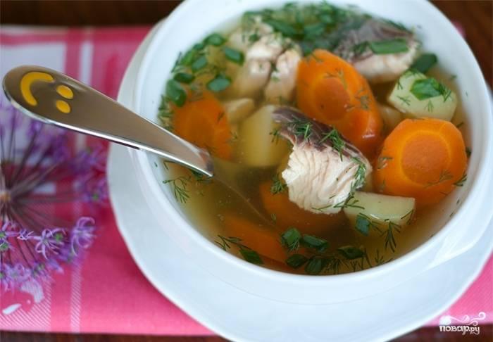 Как только овощи будут готовы, снимаем суп с огня, разливаем по тарелочкам, добавляем нарезанную зелень и подаем к столу. Приятного аппетита!
