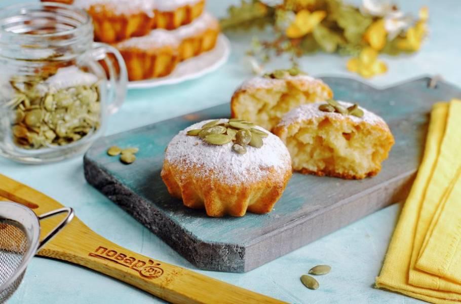 Перед подачей можно посыпать кексы сахарной пудрой. Приятного аппетита!