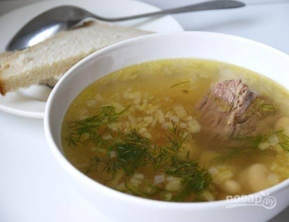 Все овощи добавьте в суп. Варите его ещё 20 минут. Подавайте блюдо с зеленью. Приятного аппетита!