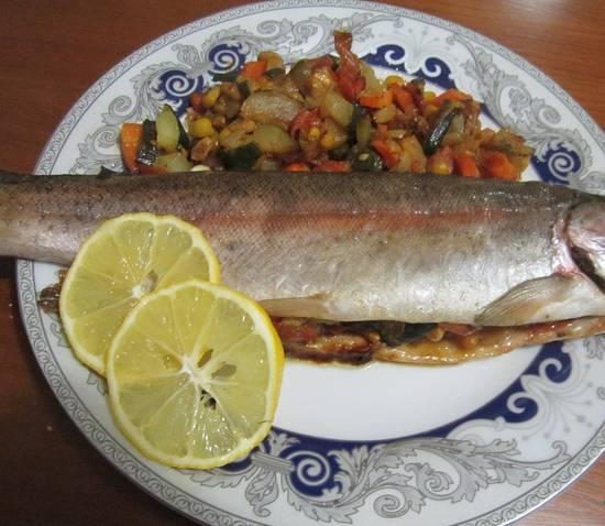 3. Запекаем примерно 20-30 минут до готовности рыбы. Приятного аппетита!