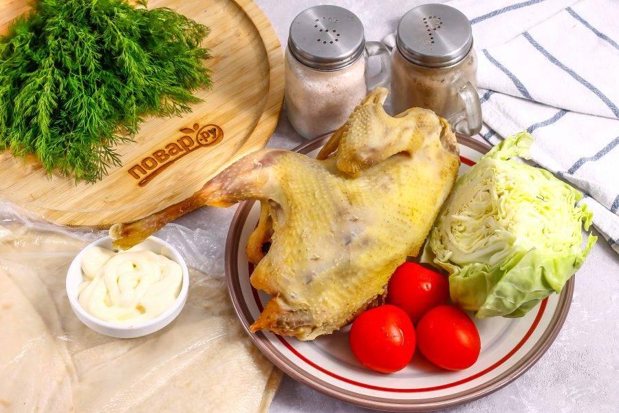 Подготовьте указанные ингредиенты. Курицу заранее отварите до готовности. Можно использовать как бройлерную птицу, так и фермерскую.
