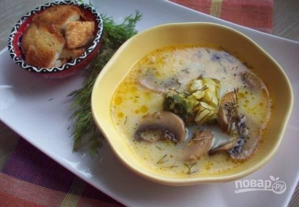 После этого суп готов! Добавьте к нему зелень и гренки. Приятного аппетита!