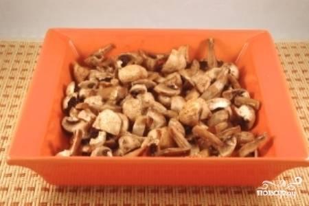 Готовые грибы достаньте из духовки.