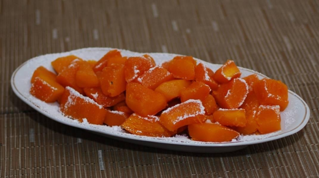 Запеченную тыкву присыпьте сахарной пудрой и подавайте к столу. Приятного аппетита!