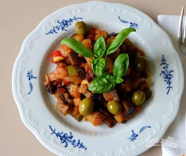 15. Специи и соль добавляйте по вкусу. Перед подачей украсьте базиликом или зеленью петрушки.